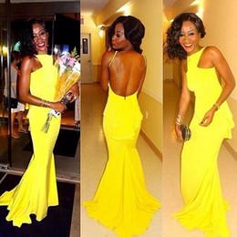 2015 sirena amarilla barato vestidos de dama de honor tripulación trompeta plisada sin mangas del tren de barrido dama de honor vestidos formales por encargo desde fabricantes