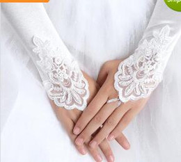 Wholesale Ivory Summer Bridal Gloves - 2017 White Ivory Red Beaded Applique Lace Fingerless Wedding Bridal Gloves Prom Evening Cocktail Gloves for Bride