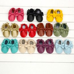 Wholesale Baby Patent Shoe Wholesalers - moccs Baby moccasins soft sole moccs genuine leather prewalker booties toddlers infants fringe bow cow leather shoes moccasin A001