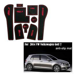 Almohadilla de la ranura de la puerta online-Para 2014 VW Volkswagen Golf 7 de PVC antideslizante almohadilla ranura de la puerta puerta estera / alfombra de depósito de la taza junta estera / accesorios del coche almohadilla 3color