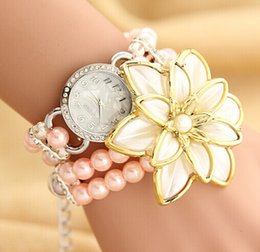 Перламутровые часы онлайн-Sexy Big Flowers Tag Pearl Chain Bracelet Watch Women Elegant Paty Подарочные швейцарские часы Роскошные цветы Браслет часы