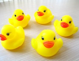 Wholesale Yellow Rubber Ducks - 100pcs lot Wholesale mini Rubber duck bath duck Pvc duck with sound Floating Duck Fast delivery Swiming Beach