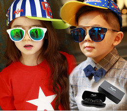 Wholesale Mix Box Fashion Accessories - New Fashion Children Muti-Colors Sunglasses Resin Material Boy Girls Beach Travel Sunglassess Accessories Protect Sunshine UV400 With Box