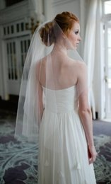 Wholesale Ivory Veil Elbow Length Vintage - Vintage Style Simple Tulle Wedding Veils Cut Edge Two Layers Elbow Length White   Ivory   Champagne   Black Bridal Veil Cheap with comb