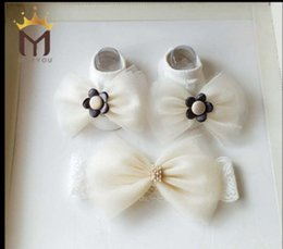 Wholesale Baby White Flower Headband Bow - Baby headband socks sets Newborn pearl gauze Bows lace elastic hairbands+stereo flowers socks 2pcs sets babies photography photo props R0717