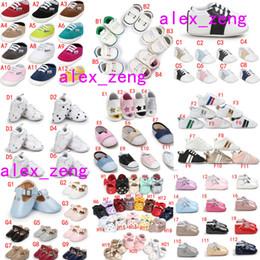 Zapatos de bebé dulces online-Zapatos de bebé de varios estilos Suelas antideslizantes Zapatos de niña de bebé Zapatos de niña de caramelo Primeros zapatos Walker Moda Borla de lazo colorida Toddlers Sho