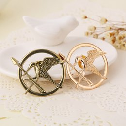 Wholesale Pins Movie - The Hunger Games Catching Fire Mockingjay Gold Brooch Pin Badge Brooches movie pins for women men unix movie jewelry Bronze Laugh Bird