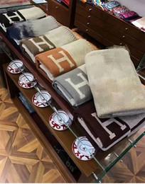 gradiente alaranjado pashmina Desconto Zhu Throw Cobertor de Viagem Outono Inverno Cachecol Xale Cobertores Quentes Quentes Grande Marrom / Preto / Laranja 145x145 cm