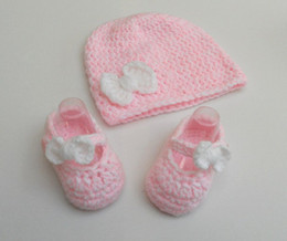 Gorro blanco para niñas online-Baby crochet shoes beanie set-Baby girl shoes-Pink bow beanie-Newborn hat y first walker shoe Crochet photo prop-Pink-White 0-12M customer