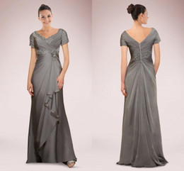 Wholesale Vintage Grey Mother Dress - 2015 Mother of the Bride Groom Dresses with Short Sleeves Chiffon Beads Pleats Grey Silver Formal Wear Evening Party Prom Gowns Custom Made