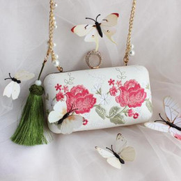Wholesale vintage embroidered cheongsam - Vintage Ivory Embroidered Cheongsam Hand Bags Bridal Clutches For Evening Party Green Red Tassel Handbags For Wedding Party