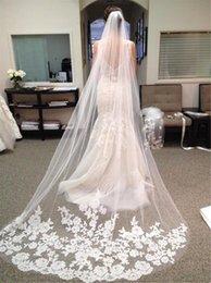 Echtes zubehör online-Günstige Luxuriöse Brautschleier 3 Meter mit Spitzenapplikationen Real Image Hochzeit Zubehör Elfenbein / Weiß Schleier für die Braut Kathedrale Cpa219