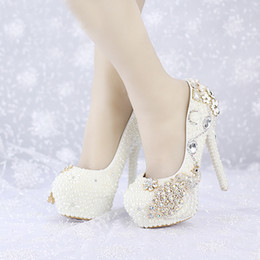 2019 por encargo nuevos zapatos de boda de perlas de marfil Plataformas del dedo del pie redondo Phoenix Rhinestone zapatos de vestir nupciales Banquete Prom bombas desde fabricantes