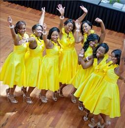 vestido amarillo para baile de graduación juniors Rebajas Longitud del té amarillo Vestidos de dama de honor largos y baratos Satén africano Una línea Cabestro Vestidos de fiesta de damas de honor del país Fiesta para las mujeres menores
