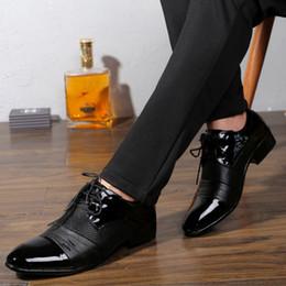 2018 Marke Klassische Männliche Schuhe Braun Schwarz Weiß Push Kleid  Lackleder Büro Große Social Elegant Schuh für Männer HH-531 elegante braune  lederschuhe ... 64dc01c312