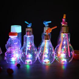 DHL enviar LED Bulbo Forma Garrafa 400 ml de Garrafa de Plástico Transparente Copos de Garrafa de Água Decoração Do Partido de Fornecedores de decorações de água de bulbo