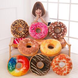 2019 oreiller de beignets Creative Donuts Food Pillows 40cm Enfants Cercle PU Donuts Jouet 12 Modèles Belle Maison Taie D'oreiller Canapé De Voiture 3 Pièces DHL. oreiller de beignets pas cher