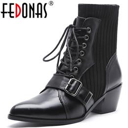 botas de club nocturno Rebajas FEDONAS 2020 Invierno Marca Mujeres Botines de calidad Punk Botas de moto Zapatos de club nocturno Mujer Tacones cuadrados de cuero genuino