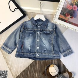 Chaqueta para niños ropa de diseñador para niños otoño niños y niñas chaqueta de mezclilla chaqueta de estilo de agujero de moda estilo moderno simple tamaño 90-130cm 19 desde fabricantes