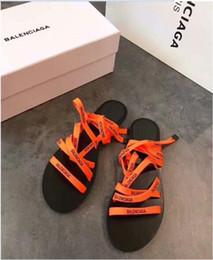 Saltos de mulheres laranja on-line-Sapatos das mulheres Sapatos de Salto Plana Roma Sandálias 2019 Venda Quente Sandálias Flip Flops Respirável Verão Plus Size Sapatos Femininos Preto Verde Laranja