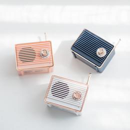 Gute Retro Bluetooth Lautsprecher Vintage Mini Nostalgiker Heavy Bass Weiche 3D Stereo Surround HiFi Sound Effekte Rosa Weiß Blau Leicht von Fabrikanten