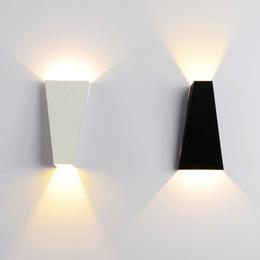luzes de passo modernas Desconto LED 10W Lâmpada de parede do dispositivo elétrico Modern Home Hotel Escritório Decoração Luz AC85-265V Sconce iluminação ferro quente branco ou branco