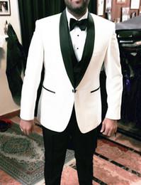 Thre Parça Damat Giymek için Beyaz ve Siyah Düğün Smokin Şal Yaka Trim Fit Custom Made İş Erkekler Suits (Ceket + Pantolon + Yelek) supplier black white tuxedo jacket nereden siyah beyaz smokin ceketi tedarikçiler