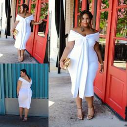 Charming White Plus Size Prom Dresses Off The Shoulder Abiti da sera corti Maniche economici Tea Length Backless Formal Dress da costume sette fornitori