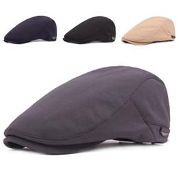 Sombrero de la boina del vendedor de periódicos occidental Hombres Mujeres  Color sólido Casquillos planos casuales Clásico Boinas francesas Boina  Vintage ... e9d9ea46454