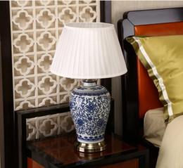 Chinês branco lâmpadas brancas on-line-Chinês Azul e Branco Porcelana Desk Lâmpadas Moderna Dimmable China Flor lâmpada de Leitura Casa Interior Quarto Sala de estar Cama Mesa Lateral luz