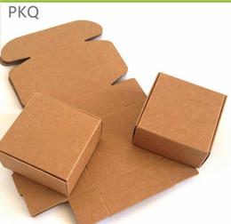 крафт-картон Скидка 20 шт. Крафт-бумага картонная коробка для ювелирных подарков Конфеты упаковка картонная коробка подарочное мыло Пакет Упаковочная бумага 5x5x2cm / 4x4x2.5c