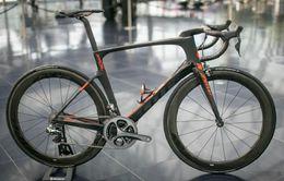 Bicicletas naranjas online-LOGO NEGRO Naranja Hoja Completa Carbono Bicicleta de bicicleta completa con Env 50mm WHEELSET Sillín de venta