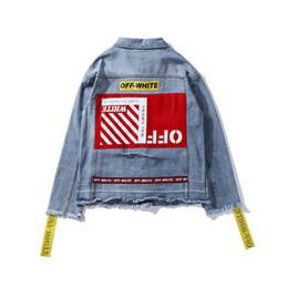 Hombres chaqueta de mezclilla Europa, América, hip hop, deportes, moda, chaqueta de jean, cinta amarilla, agujero, costura en la espalda roja, jogger de calle, suéter casual desde fabricantes