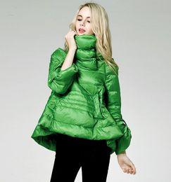 pato abajo parka forrada Rebajas Diseñador de las mujeres chaqueta corta abajo de pato blanca en las mujeres invierno parkas luz cálida de una línea caliente por la chaqueta de cuello alto