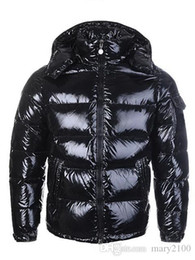 Casacos quentes mulheres on-line-HOT New Homens Mulheres Casual Jacket Down Coats Mens Outdoor Quente Brasão outwear Casacos Parkas Feather Man Inverno