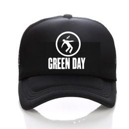 2019 зеленая полоса дня GREEN DAY полоса для трафаретной печати сетчатая кепка бейсболка Мужская и женская летняя кепка Trend New Youth Joker солнцезащитный шлем Beach Visor дешево зеленая полоса дня
