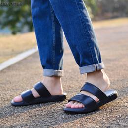 2019 sapatas clássicas coreanas Chinelos dos homens 2019 Verão Coreano Estilo de Fundo Grosso Na Moda Fora Sapatos de Praia Dos Homens Simples Respirável Não-slip Clássico chinelo sapatas clássicas coreanas barato