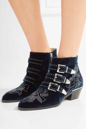 2020 botas de tornozelo de fivela studded Outono Inverno Susanna Studded Ankle Boots De Fivela De Couro Para As Mulheres Dedo Do Pé Redondo Rivet Martin Botas De Veludo De Luxo Botas de Cowboy Zapatos Mujer desconto botas de tornozelo de fivela studded