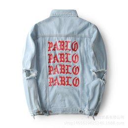 casaco velho Desconto Kanye PABLO Lavado Casaco de Vaqueiro dos homens Velhos Casaco para homens Com Bolso Homens Denim Roupas Imagem Real Com Buraco Sorriso Para o homem