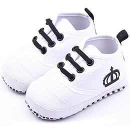 a23eca70f1116 chaussures blanches pour berceaux Promotion Mode bébé garçon blanc   rouge doux  lit bébé chaussures filles