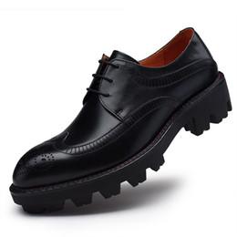 Herren-schuhe dicken gummisohlen online-Sipriks Mens echtes Leder Schuh Dicke Gummisohle Brogue Kleid Schuhe Europäischen reinen Leder-Mann-Aufzug Importiert