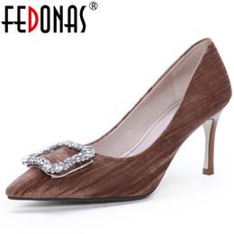 Casamento elegante fivelas on-line-FEDONAS Novas Mulheres Elegantes Sapatos de Salto Alto Strass Fivelas Sapatos de Festa de Casamento Mulher Sexy Dedo Apontado Deslizamento Em Bombas Básicas