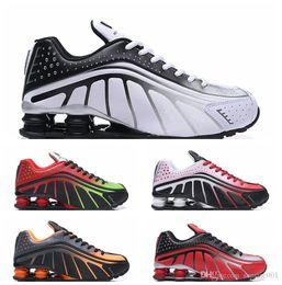 Argentina Shox R4 Hombres Zapatos de diseño Chaussures R4 Zapatos Zapatillas Hombre Nz Hombre Zapatillas de deporte Tn Gold Rainbow Size Eur40-46 Suministro