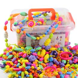 2019 anéis artesanais grátis 485 PCS DIY Pop Beads Brinquedos Jóias Brinquedos de Puzzle Livre Colar Pulseira Anéis Handmade Pop Snap Frisado Blocos Montados para Meninas caixa de pacotes anéis artesanais grátis barato