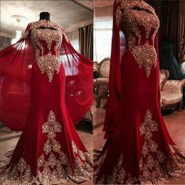 Perle indienne en Ligne-Date dentelle rouge foncé arabe robes de soirée de Dubaï 2019 chérie perlée sirène mousseline de soie robes de bal indienne avec un manteau Yousef Aljasmi
