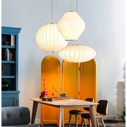 Lámpara colgante china online-Luces colgantes modernas linternas de estilo chino bola creativa personalizada platillo volante lámpara de seda tienda de ropa colgante