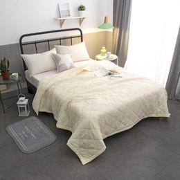 Edredón rosa sólido online-Sólido, blanco, blanco, edredón de verano, manta de hogar, colcha de cama doble / queen / king / cama matrimonial, colcha de verano, ropa de cama, sábanas, gratis