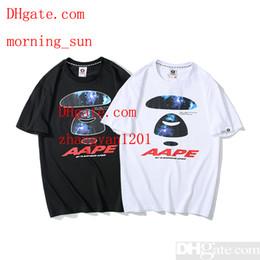 67e1d1f613a0 2019 estate mens vestiti moda coppia manica corta T-shirt in cotone  stampato uomo donna bianco nero 2 colori POLO camicie Tee shirts homme MN-2  uomini ...