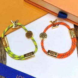 Pulsera de cuerda verde con estilo de lujo con diseño de logotipo en metal dorado plateado para mujeres y hombres correa para la mano pulseras de pareja joyería fina desde fabricantes
