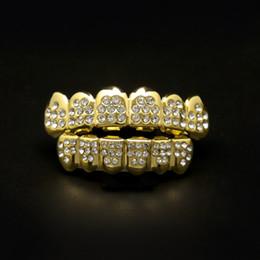 2019 caderas falsas Hip Hop gold silver 8 Diamond Teeth grillz Set Bling Iced out False Dental Grills para mujeres hombres s Hiphop body Accesorios de joyería caderas falsas baratos